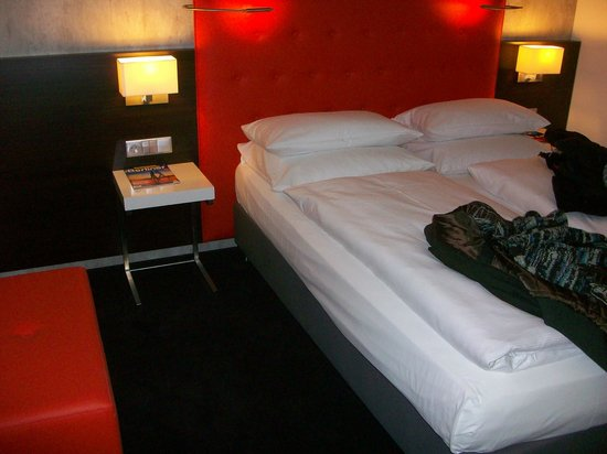Select Hotel Berlin The Wall: letto matrimoniale