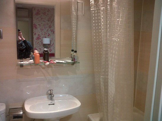 Hostal Matheu: great shower pressure and heat
