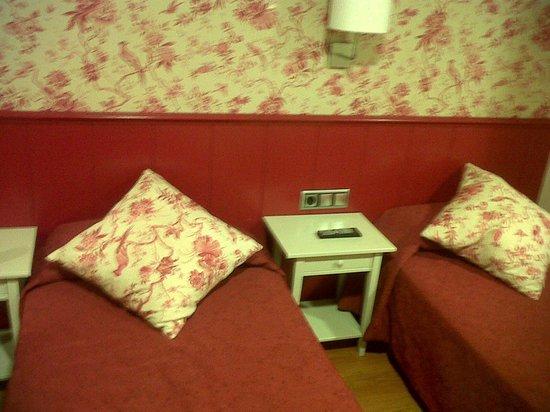 Hostal Matheu: beds small