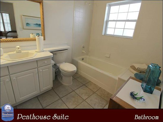 The Beachouse: Penthouse Bathroom