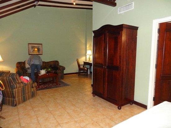Hotel DeVille: Room