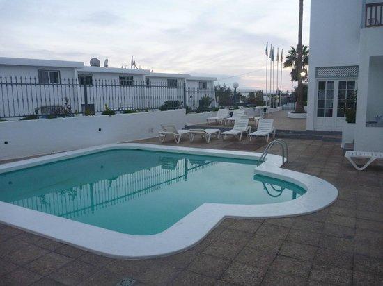 Vista Mar Apartments: pool