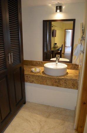 Plaza Magnolias Hotel : Baño