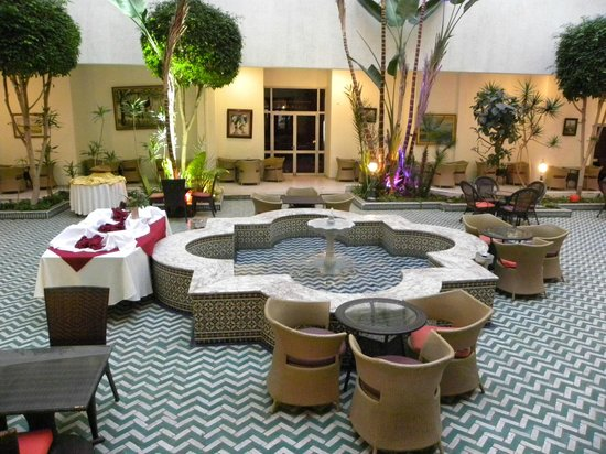 Hotel Suisse : Atrio interno