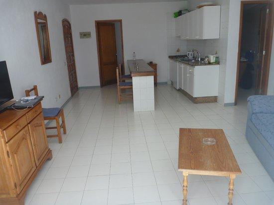 Vista Mar Apartments : living area