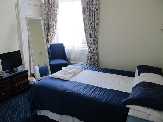 Strathallan Guest House: Double room on second floor