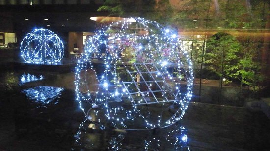 Kyoto Tokyu Hotel: 中庭のライトアップ