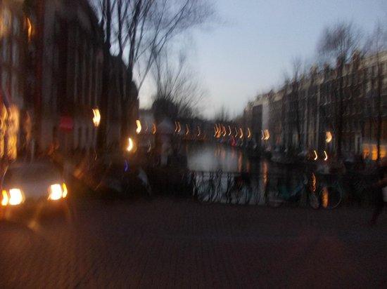 Van-Gogh-Museum: так красиво ,очередной канал в амстердаме