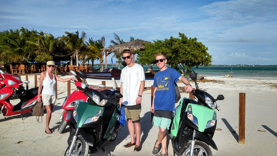Paradise Scooters: stop for a bite