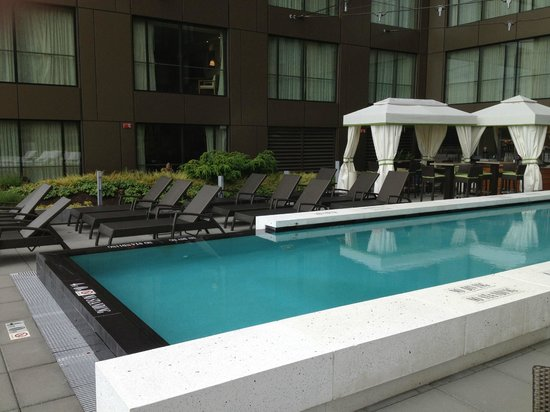 Four Seasons Hotel Seattle: Pool Deck