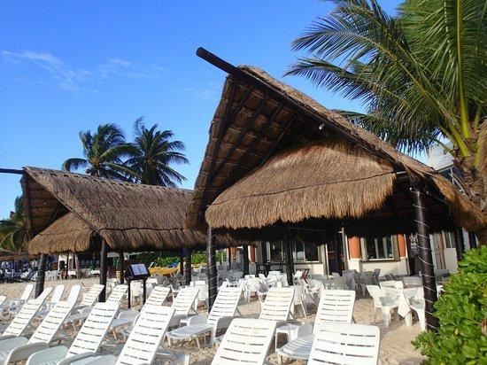 Playa Maya: Restaurant palapa's, so nice!