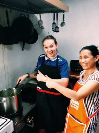 Cuckoo's Nest Pub & Grub: Me and Ell cooking green curry for Teacher Frans' birthday party.