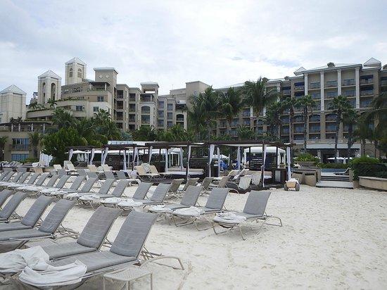 The Ritz-Carlton, Grand Cayman: Cabanas on beach