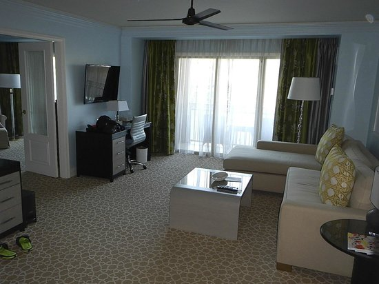 The Ritz-Carlton, Grand Cayman: Blue tip suites sitting area