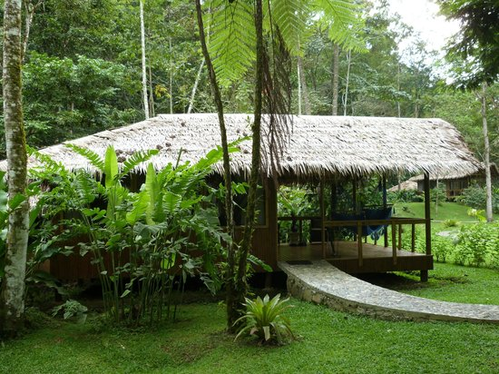Pacuare Lodge: Bungalow and garden