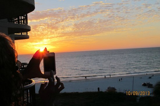 JW Marriott Marco Island Beach Resort: Marco Island beach sunset recording - hotel view