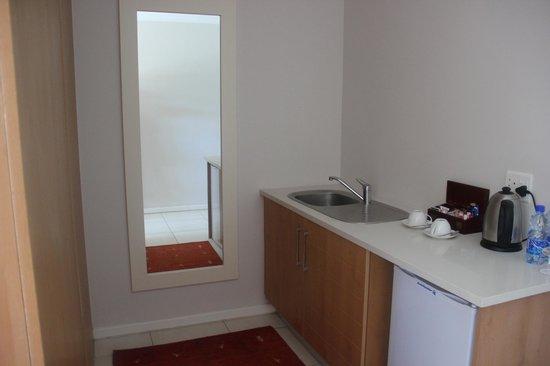 Premier Resort The Moorings (Knysna): kitchen in the room/suite
