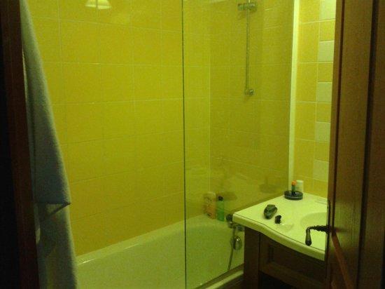 Pierre & Vacances Résidence Les Terrasses d'Azur : salle de bain