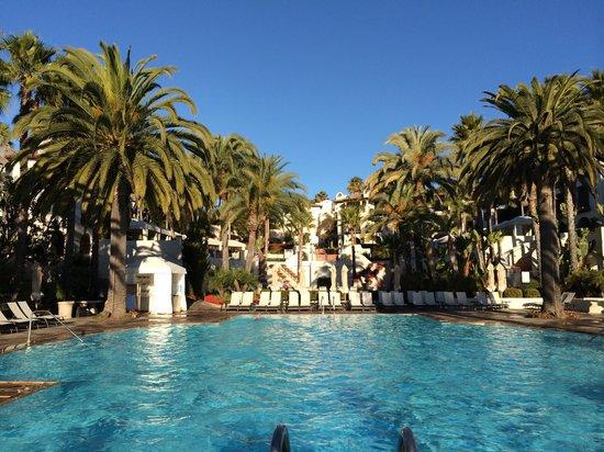 Bacara Resort & Spa: The pool looking towards the main hotel