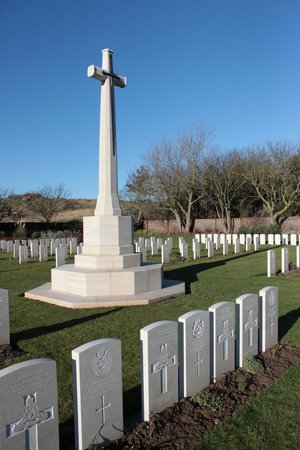 Les Baraques Military Cemetery : Cemetery cross