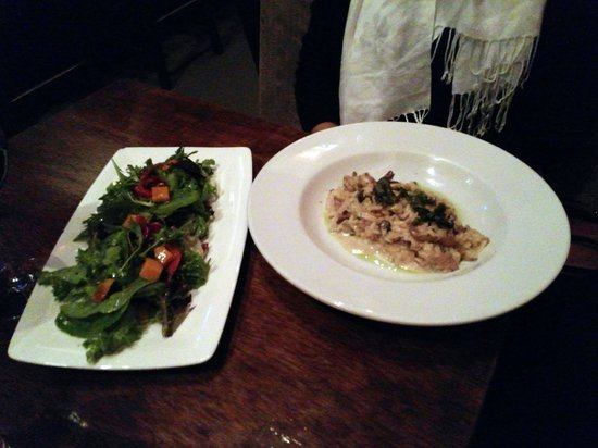 Twisted Fork Bistro: Spaghtti and salad