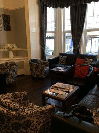 The Grosvenor Plymouth: bar & lounge area