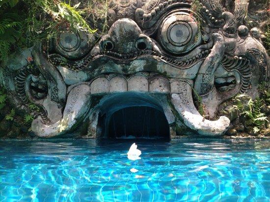 Puri Santrian: club pool area