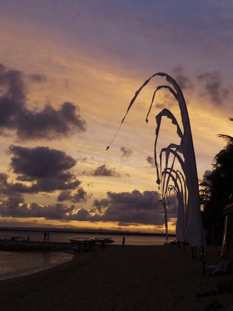 Puri Santrian: beach sunset