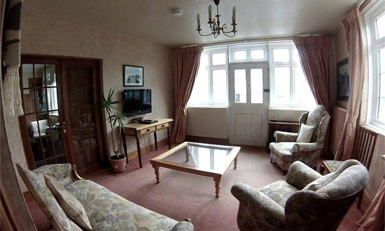 The Chandlery: Elgar Family Suite, Private Lounge and Entrance