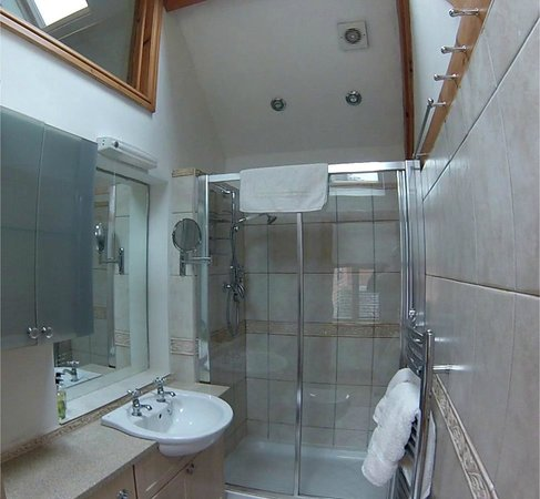 The Chandlery: Worcester Double Suite, Shower Room