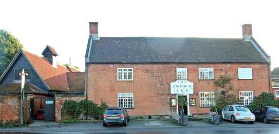 The Westleton Crown : Front view of the hotel