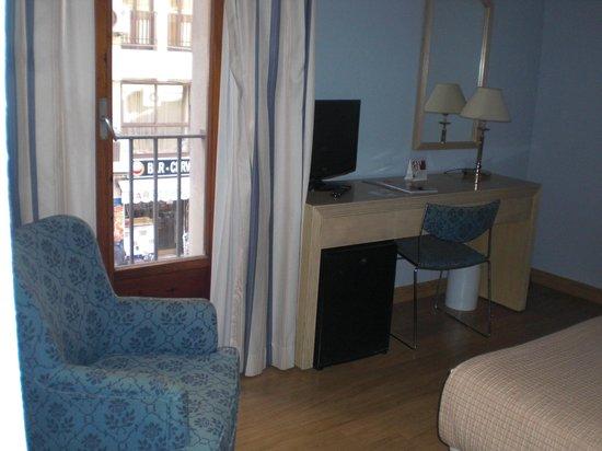 Tryp Ciudad de Alicante Hotel: Schrijfhoekje.