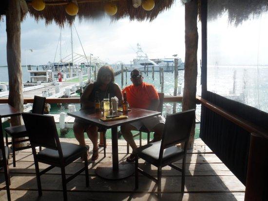 Bally Hoo Restaurant & Fish Tacos: Fun place!