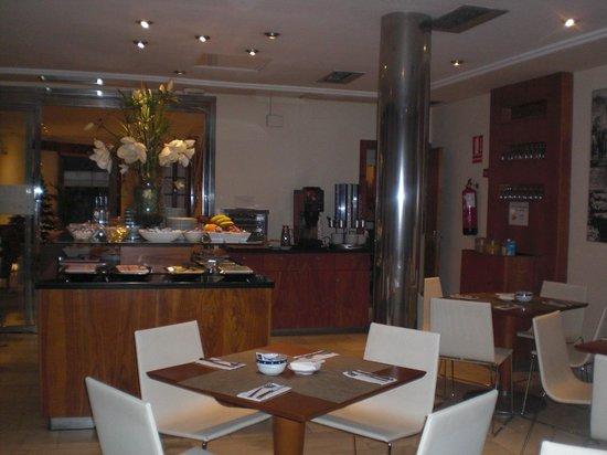 Tryp Ciudad de Alicante Hotel : ontbijtzaal