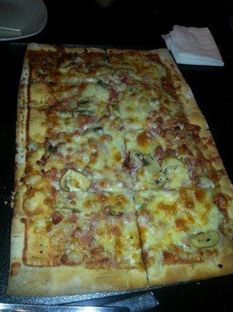 Deluxe Miribilla: Mega-Pizza