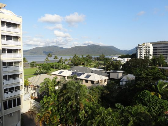 Holiday Inn Cairns Harbourside: Afternoon Bay View
