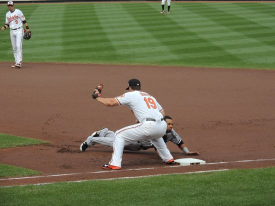 Oriole Park at Camden Yards : Caught in Action
