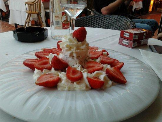 Chez Luici: fragole con panna