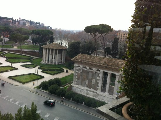 Fortyseven Hotel Rome : A daytime view of the Foro Romano from the Circus Restaurant on the 6th floor.