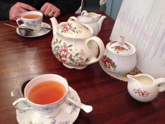 The Little Underbank Tearoom: vintage crockery :)