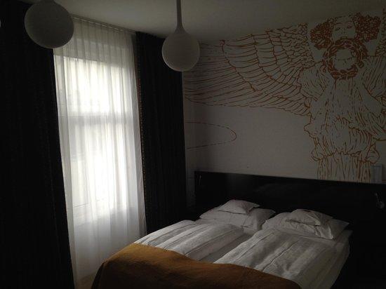 Alma Boutique-Hotel: la vista dal bagno della stanza 63