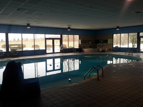 Quality Inn & Suites: Indoor pool