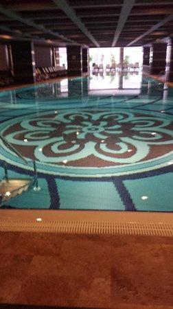 Royal Dragon Hotel: Indoor swimming pool