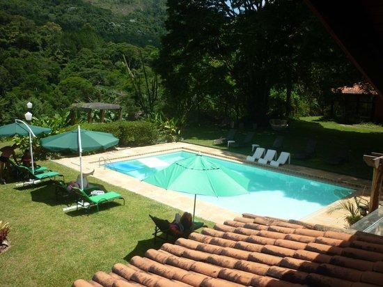 Pousada Quinta dos Passaros: Vista da suíte Vail para a piscina principal.