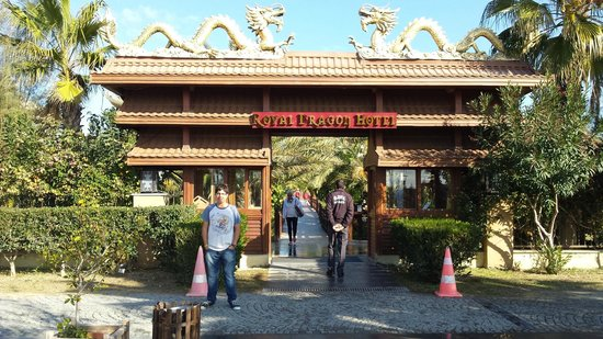 Royal Dragon Hotel: Back entrance
