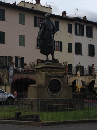 Tuscan Wine Tours with Angie: Statue in Greve en route