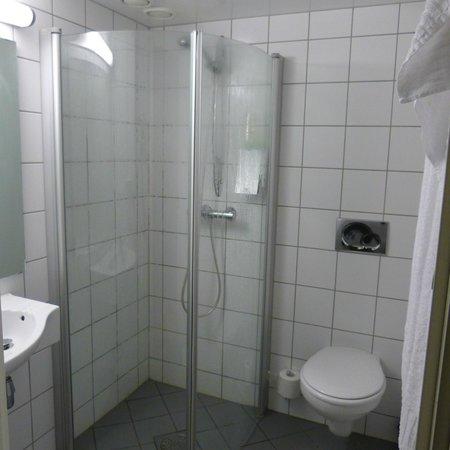 Thon Hotel Polar : bathroom