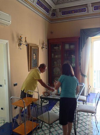 La Scogliera: Pino and my wife clearing the breakfast table.
