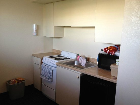 Beachcomber Beach Resort & Hotel: Room 420 kitchen