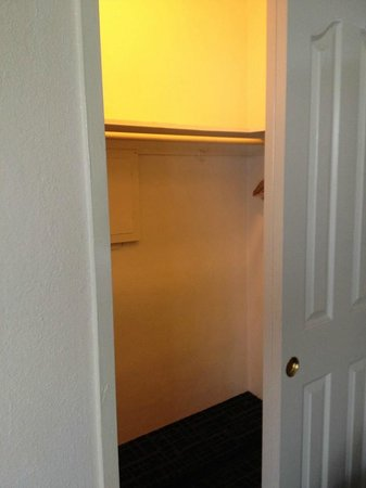 Beachcomber Beach Resort & Hotel: Room 420 walk in closet